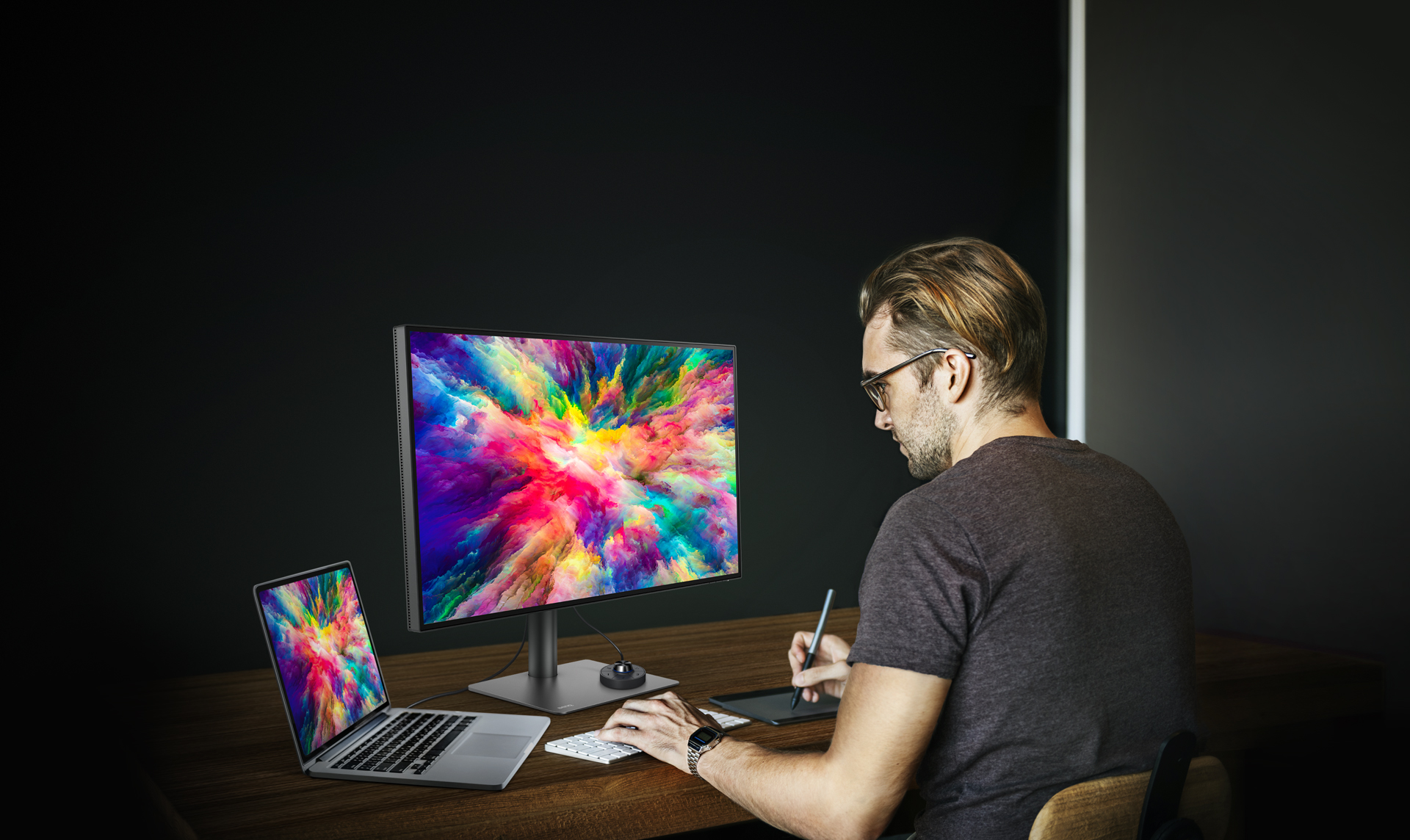BenQ 4K USB-C Monitor for Macbook Pro PD3220U possesses the most suitable display modes to assist designers produce works of the highest quality.