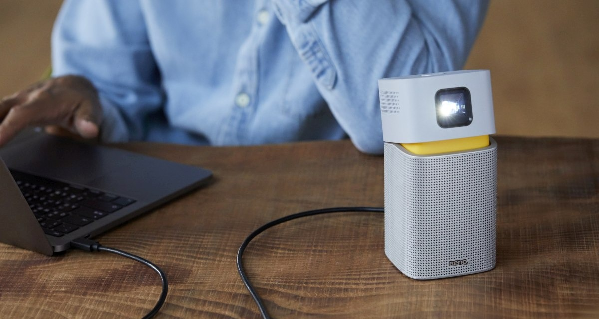 How to choose a DLP mini portable projector that works with your laptop.